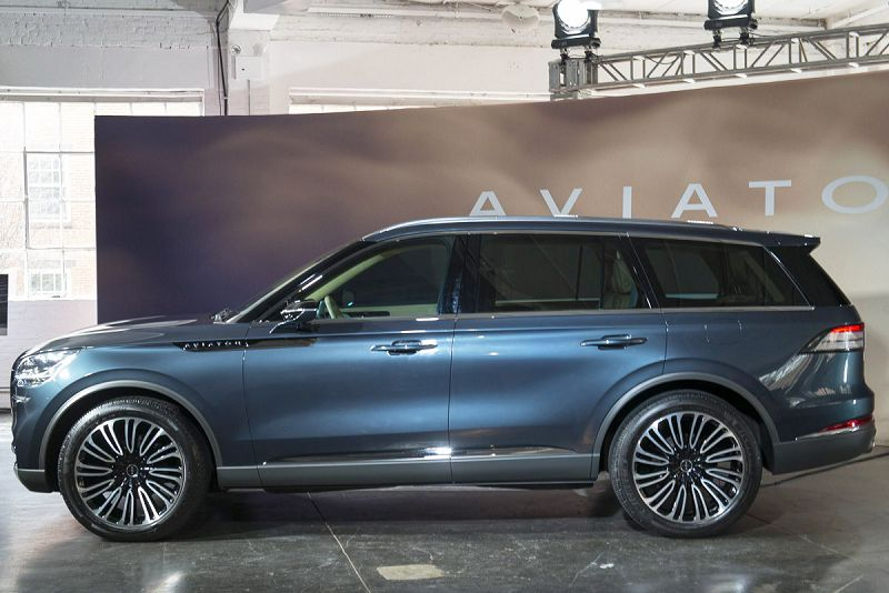 2019 Lincoln Aviator Edition Lift Lowering