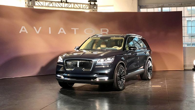 2019 Lincoln Aviator Plug In Hybrid Pictures Photos