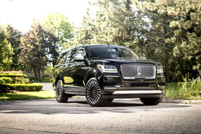2019 Lincoln Navigator V8 Infiniti Qx80 With Incentives