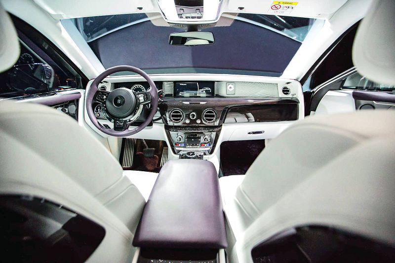 2019 Rolls Royce Phantom Weight White Drophead
