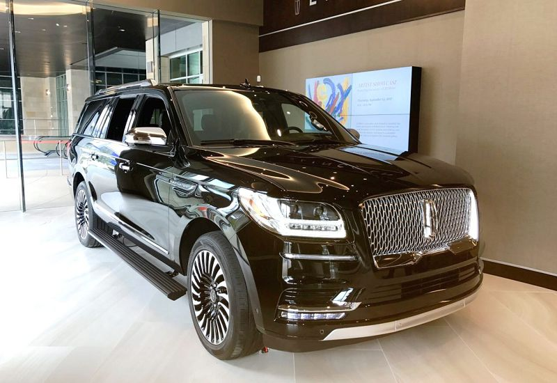 2018 Lincoln Navigator Vs Cadillac Escalade Near Me Fully