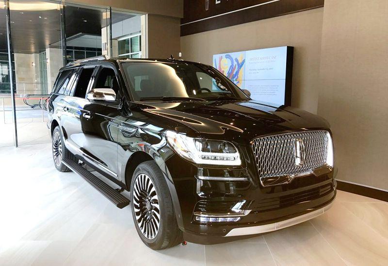2018 Lincoln Navigator Vs Cadillac Escalade Near Me Fully