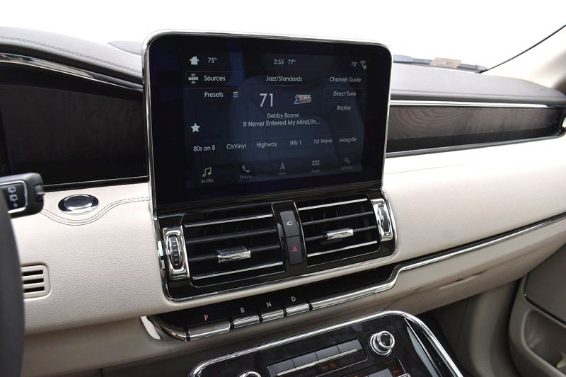 2019 Lincoln Navigator Equipment Group 200a Fiyat Floor