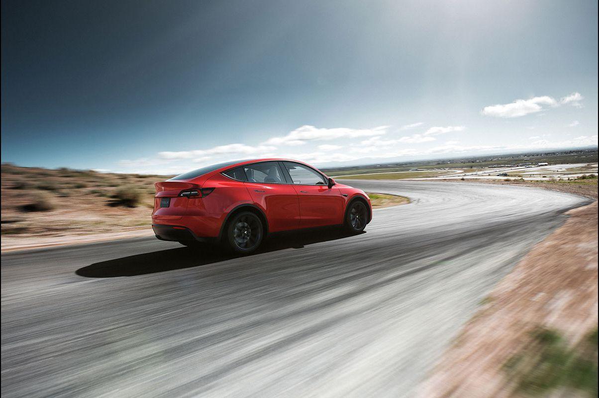 2022 Tesla Model Y Year Blue Wheels Sales Defects Homelink