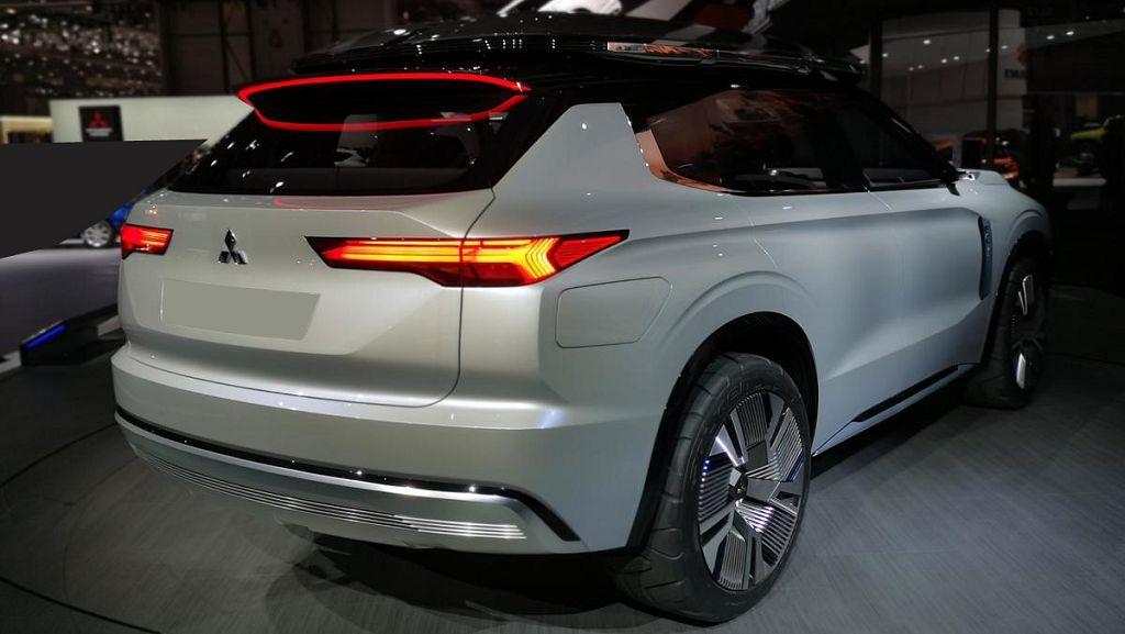 2022 Mitsubishi Outlander Seat Covers Visors