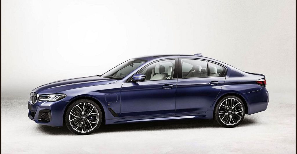 2022 Bmw 5 M Sport 30e Review Xdrive Interior